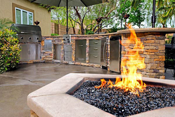 Impressive Fire Pit & Outdoor Kitchen 600 x 400 · 79 kB · jpeg